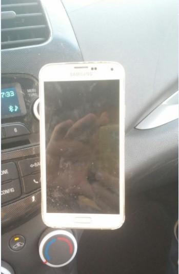 תושבת מגנטית לטלפון נייד לרכב